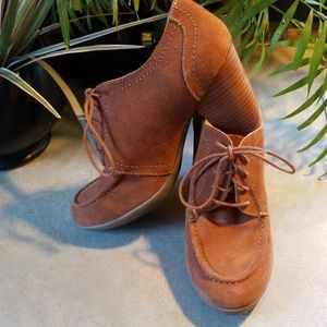KENNETH COLE REACTION RUST SUEDE OXFORDS. NWT